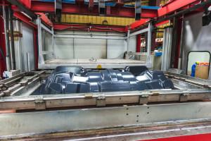 thermoformage plastique - systeme d'aspiration sous vide pour coller le plastique aux angles du moule